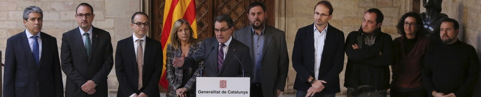 "Catalan politicians ""fent pinya"" for the referendum about the independence of Catalonia. Photo: Vilaweb"
