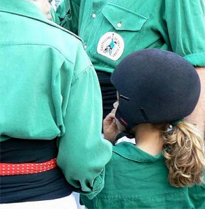 The enxaneta, the acotxador and the dosos wear helmet for their safety. This is seny. PHOTO: Castellers de Sant Cugat