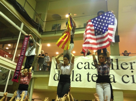 At the end of the rehearsal, the Castellers de Barcelona raised three goodbye pillars